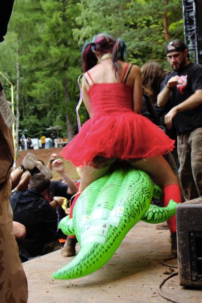 Červená Karkulka jezdila na krokodýlovi