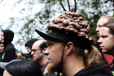 hnědý klobouček